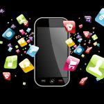 """""""Lo smartphone a scuola non prima dei 16 anni"""". L'esperto Tom Bennett: """"In classe sì, ma solo se lo dice l'insegnante"""""""